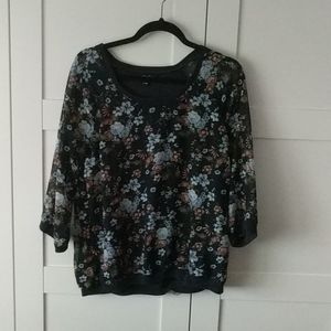 3/$25 Beautiful Floral Top